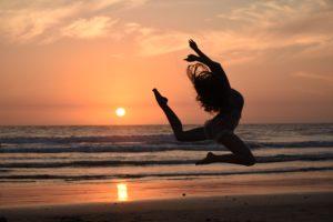 海辺でダンス